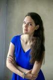 Portret młoda kobieta z długie włosy Obrazy Royalty Free