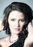 Portret młoda piękna ciemnowłosa kobieta zdjęcie royalty free