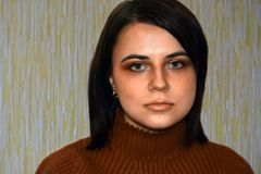 Portret młoda piękna dziewczyna z zielonymi oczami Zdjęcie Stock