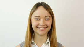 Portret młoda piękna kobieta Uśmiechnięta patrzeje kamera Zakończenie zbiory