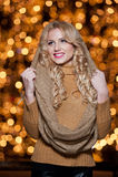 Portret młoda piękna kobieta z długi uczciwy włosiany plenerowym w zimnym zima dniu. Piękna blondynki dziewczyna w zimie odziewa Obrazy Stock