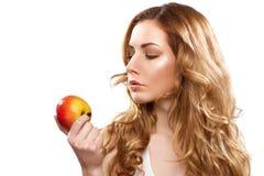 Portret młoda piękna kobieta z jabłkiem Zdjęcie Royalty Free