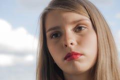 Portret młoda piękna nastoletnia dziewczyna zdjęcie royalty free