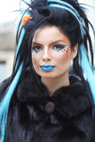 Portret młoda piękna punkowa ciemna dziewczyna nad miastowym krajobrazem Obraz Stock