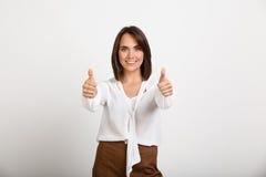 Portret młoda pomyślna biznesowa kobieta nad białym backgroun Obraz Royalty Free