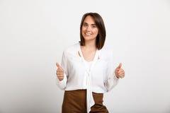 Portret młoda pomyślna biznesowa kobieta nad białym backgroun Obrazy Royalty Free