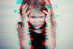 Portret młoda smutna mała dziewczynka fotografia stock