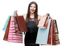 Portret młoda szczęśliwa uśmiechnięta kobieta z torba na zakupy Fotografia Stock