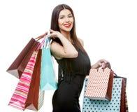 Portret młoda szczęśliwa uśmiechnięta kobieta z torba na zakupy Obrazy Stock