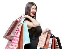 Portret młoda szczęśliwa uśmiechnięta kobieta z torba na zakupy Zdjęcia Royalty Free