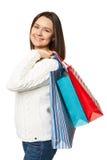 Portret młoda szczęśliwa uśmiechnięta kobieta z torba na zakupy, odizolowywający nad białym tłem Obrazy Stock