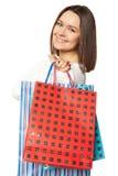 Portret młoda szczęśliwa uśmiechnięta kobieta z torba na zakupy, odizolowywający nad białym tłem Obraz Royalty Free