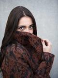 Portret młoda zmysłowa brunetki dziewczyna outdoors Obrazy Stock