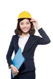 Portret młodego architekta studencka kobieta jest ubranym hełm obrazy stock