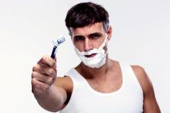 Portret młodego człowieka golenie Zdjęcia Royalty Free