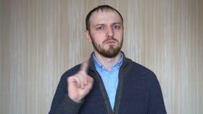 Portret młodego człowieka seansu przerwy znak, niechęć, Odrzuca gest, Nie zgadzać się znaka, Trząść palec zbiory