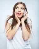 Portret młodej kobiety rozmowa telefonicza Odosobniony piękny Fotografia Royalty Free
