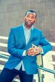 Portret Młody amerykanina afrykańskiego pochodzenia biznesmen w Nowy Jork Zdjęcia Stock
