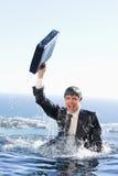 Portret młody biznesmen iść z wody z br Fotografia Stock