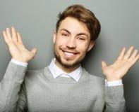 Portret młody biznesowy mężczyzna zaskakiwał twarzy wyrażenie obraz stock