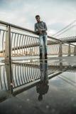 Portret młody człowiek w Brooklyn, NYC ulicy Zdjęcie Stock