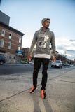 Portret młody człowiek w Brooklyn, NYC ulicy Fotografia Stock