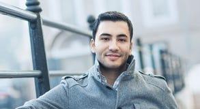 Portret młody człowiek w Listopadu ranku obrazy stock