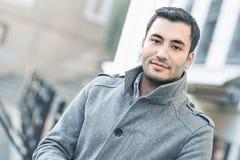 Portret młody człowiek w Listopadu ranku fotografia stock