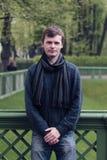 Portret młody człowiek w St Petersburg mieście lata ogrodu Fotografia Royalty Free