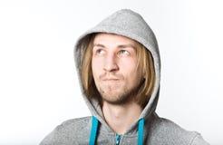 Portret młody człowiek z długim blondynem Fotografia Stock