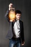 Portret młody człowiek z nafcianą lampą Obrazy Stock