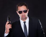 Portret młody człowiek Z pistoletem obrazy royalty free