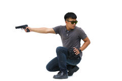 Portret młody człowiek z pistoletem na białym tle Zdjęcie Stock