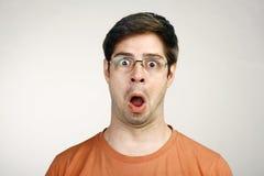 Portret młody człowiek Zaskakująca twarz Zdjęcia Stock