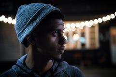 Portret młody, czarny modniś przy nocą w Brooklyn, Obraz Stock