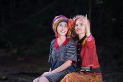 Portret młody Karen wonen uśmiecha się w lasowym miejscowym Thailand obrazy royalty free