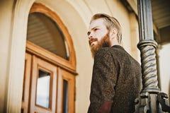 Portret młody piękny modny mężczyzna Zdjęcie Stock