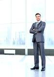 Portret młody szczęśliwy ono uśmiecha się rozochocony biznesowy mężczyzna Zdjęcie Stock