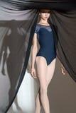 Portret młody tancerz z ładnym czernią obrazy stock