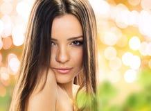 Portret młoda brunetki kobieta. Fotografia Royalty Free