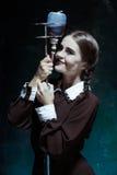 Portret młoda dziewczyna w mundurku szkolnym jako wampir kobieta Zdjęcie Royalty Free
