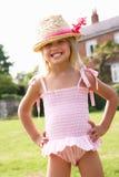 Portret Młodej Dziewczyny Pozycja W Ogródzie obrazy royalty free
