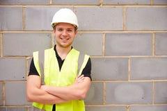 Portret Męski pracownik budowlany Na placu budowy Fotografia Stock