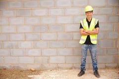 Portret Męski pracownik budowlany Na placu budowy Fotografia Royalty Free
