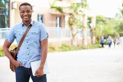 Portret Męski student uniwersytetu Outdoors Na kampusie Obraz Stock