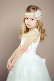 Portret mała dziewczynka w luksusowej sukni Obraz Royalty Free