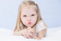 Portret mała gniewna dziewczyna Obraz Royalty Free