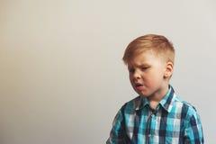 Portret mała nieszczęśliwa płacz chłopiec obraz royalty free