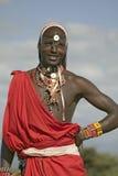 Portret Masai wojownik w tradycyjnej czerwonej todze i koraliki przy Lewa przyrody Conservancy w Północnym Kenja, Afryka Obrazy Royalty Free