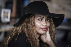 Portret Mauritian kobieta outdoors w Portowym Louis Mauritius wyspa Zdjęcia Stock